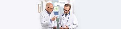 Patient im Gespräch mit Arzt