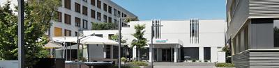 Aussenaufnahme vom Eingangsbereich der Klinik Stephanshorn