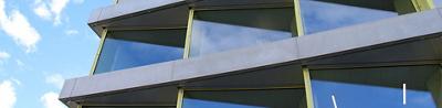 Aussenansicht der Fassade und Fenster Ärztehaus Schuppis