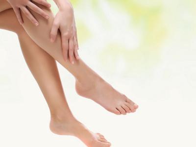 Nahaufnahme Beine und Füsse einer Frau